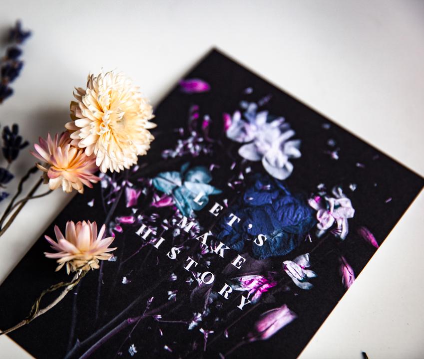 Ainoa Graphic Design: Let's make history -postikortti