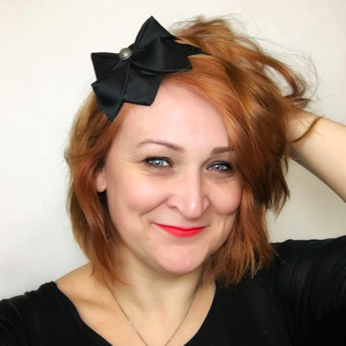 Tyra Therman: Origami-panta, tummansininen liituraita, ALE