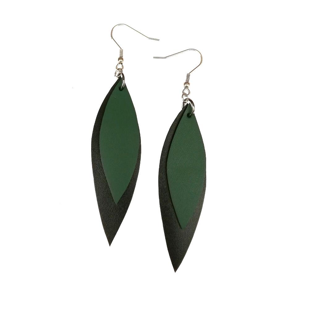 Salmiak Studio: musta-vihreät Leather Leaf -korvakorut