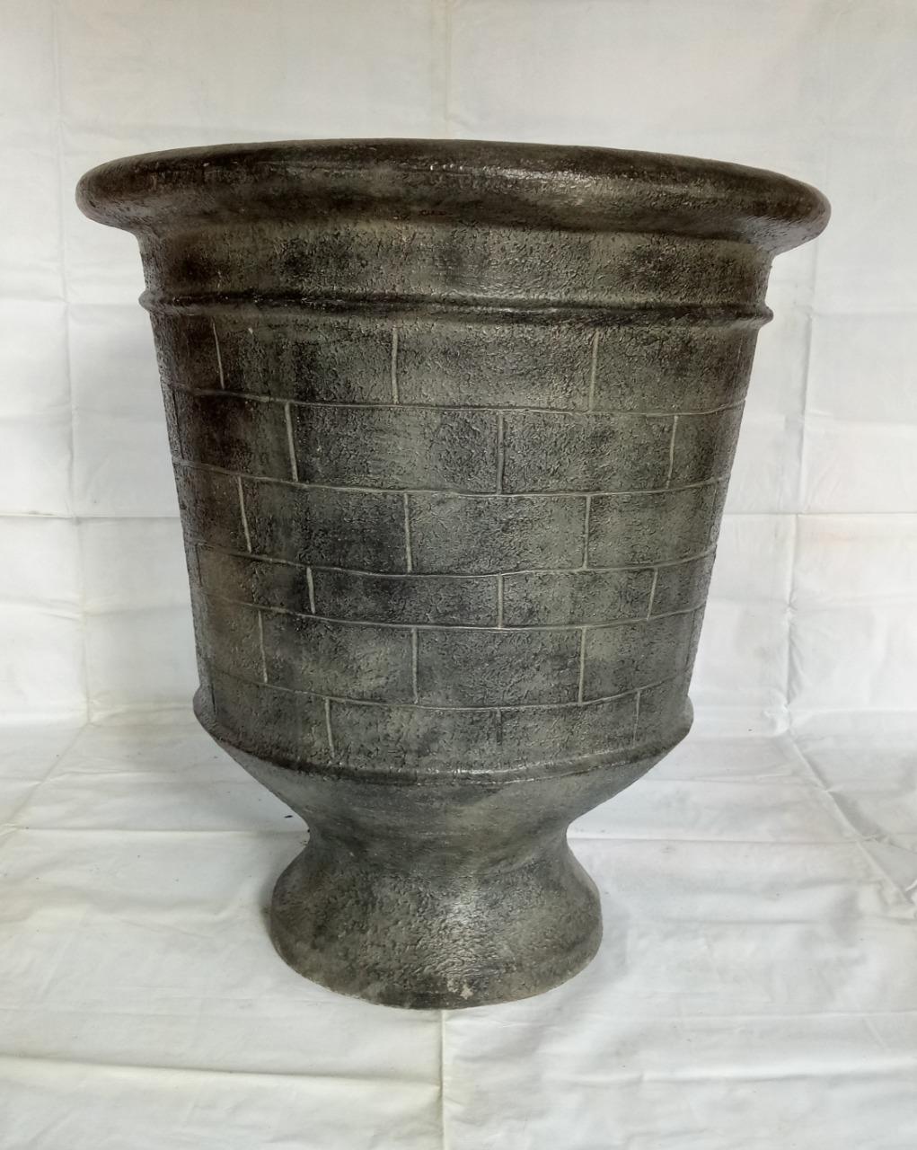 002 Pot with brick motif