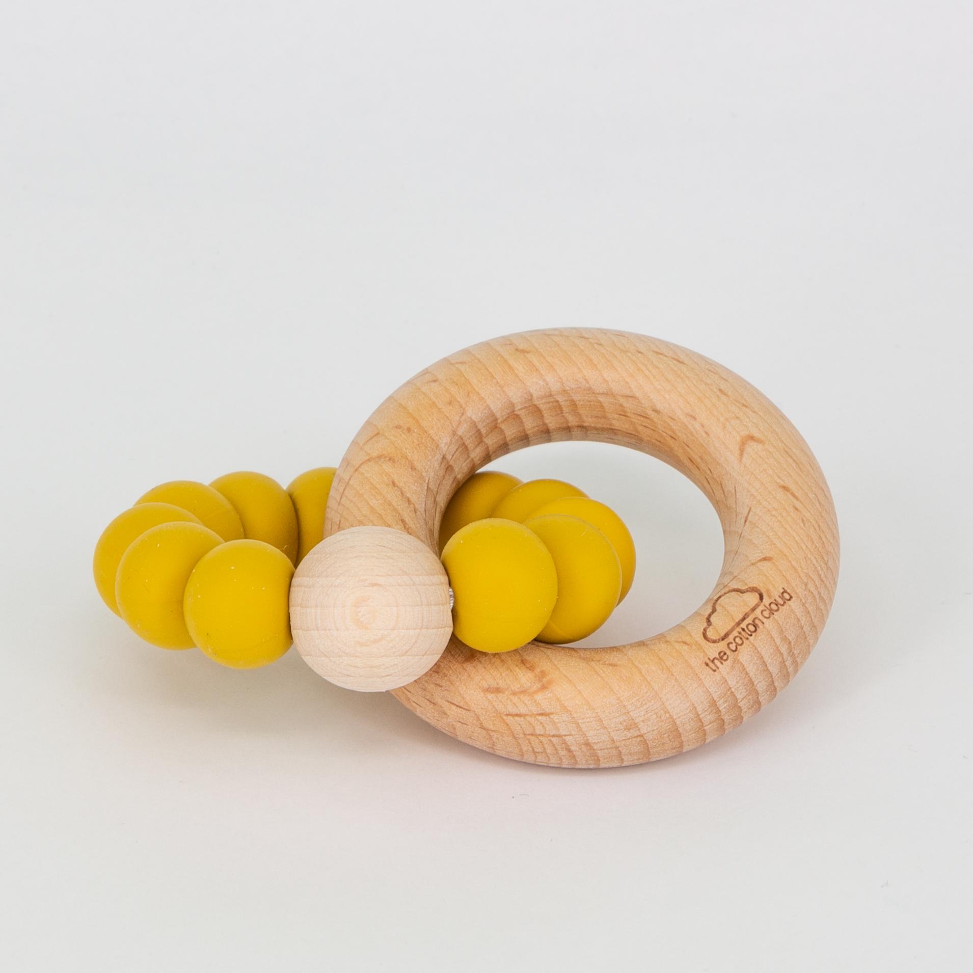 Beißring aus Silikon und Holz - mustard - the cotton cloud