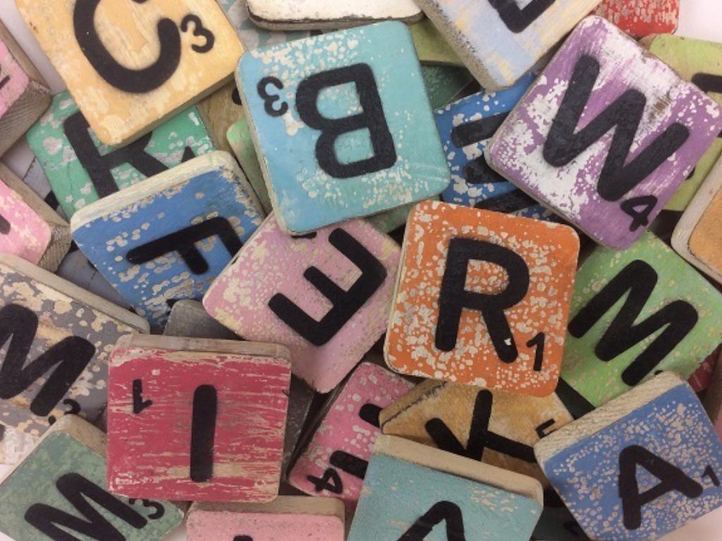 Holzbuchstabe - Ü - im Scrabble-Style