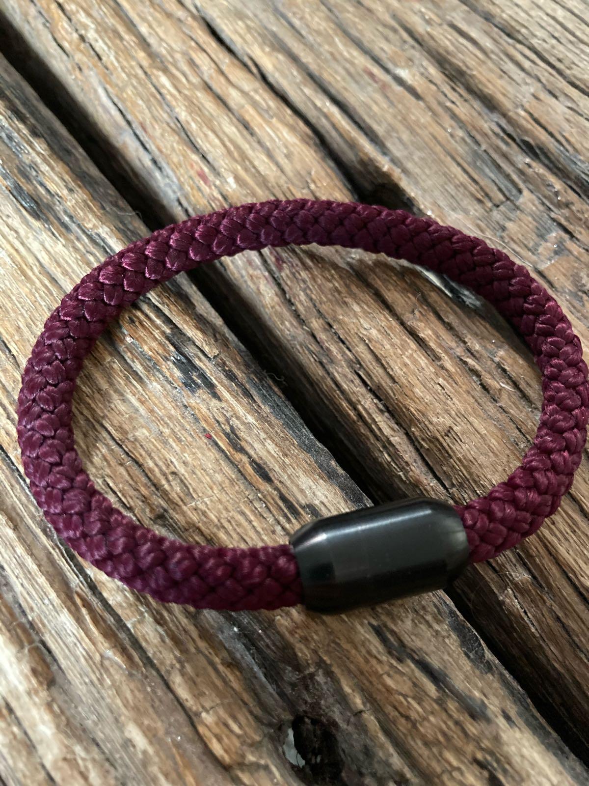 Fischereidesign - Armband dunkelrot, 9 mm, Edelstahlmagnetverschluss  schwarz