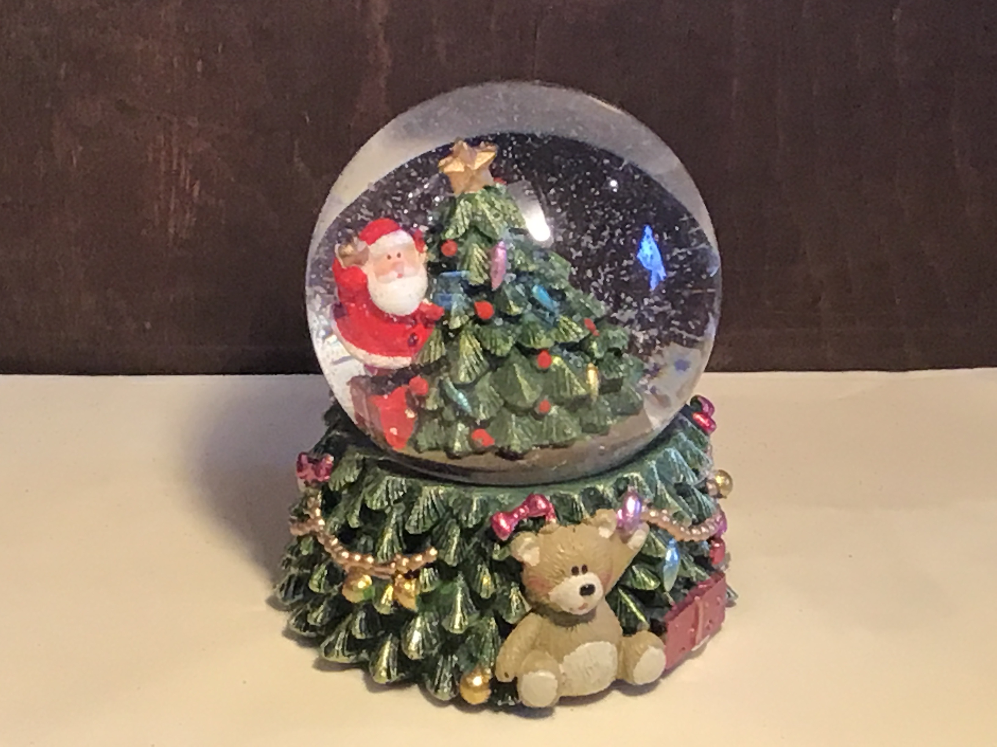 LED medium tree snowglobe