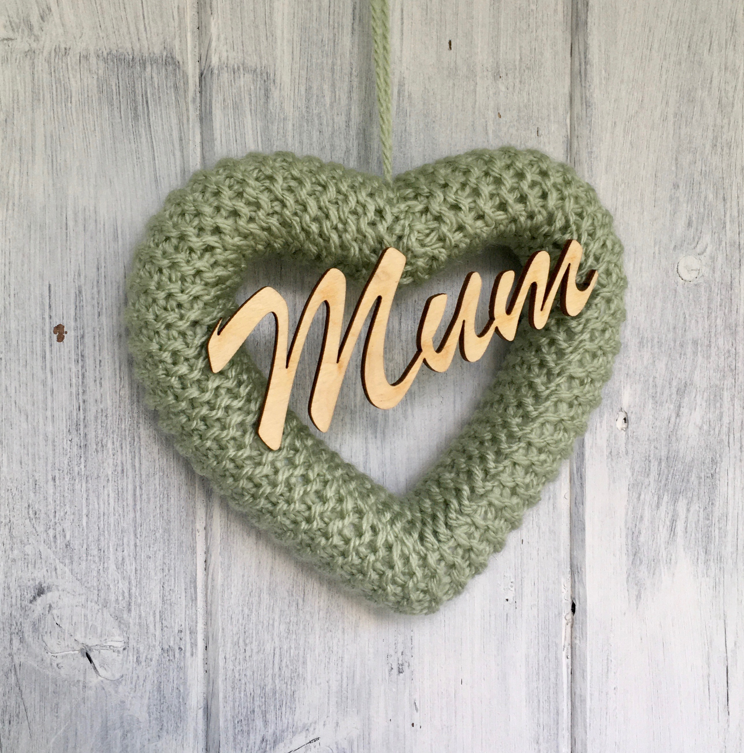 Knitted Heart Pistachio