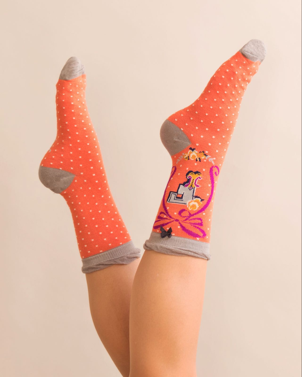 Powder Alphabet socks F (product may differ from item shown in the photo)
