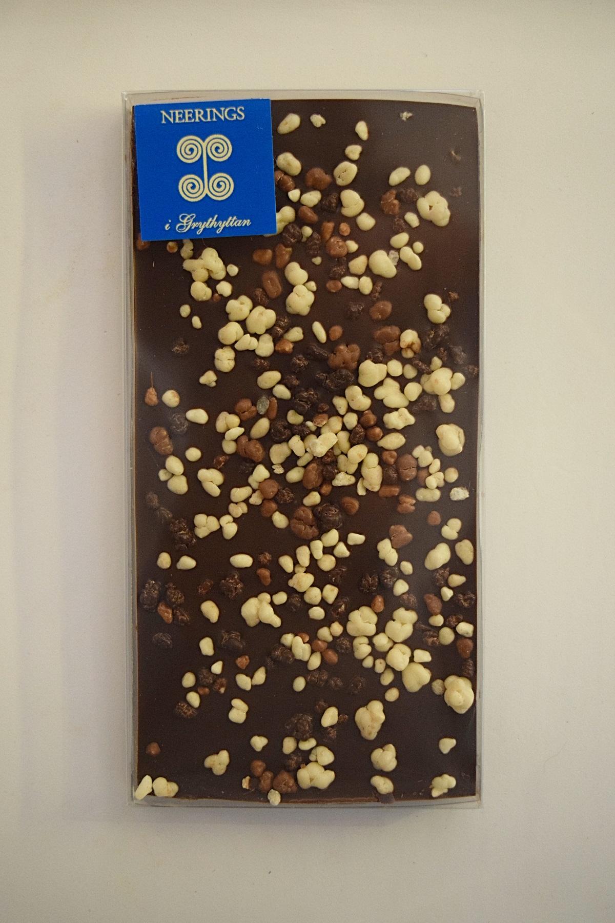 Mörk chokladkaka med krokella
