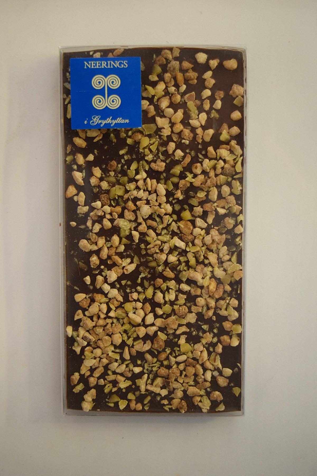 Mörk chokladkaka med hasselnötter och butterscotch