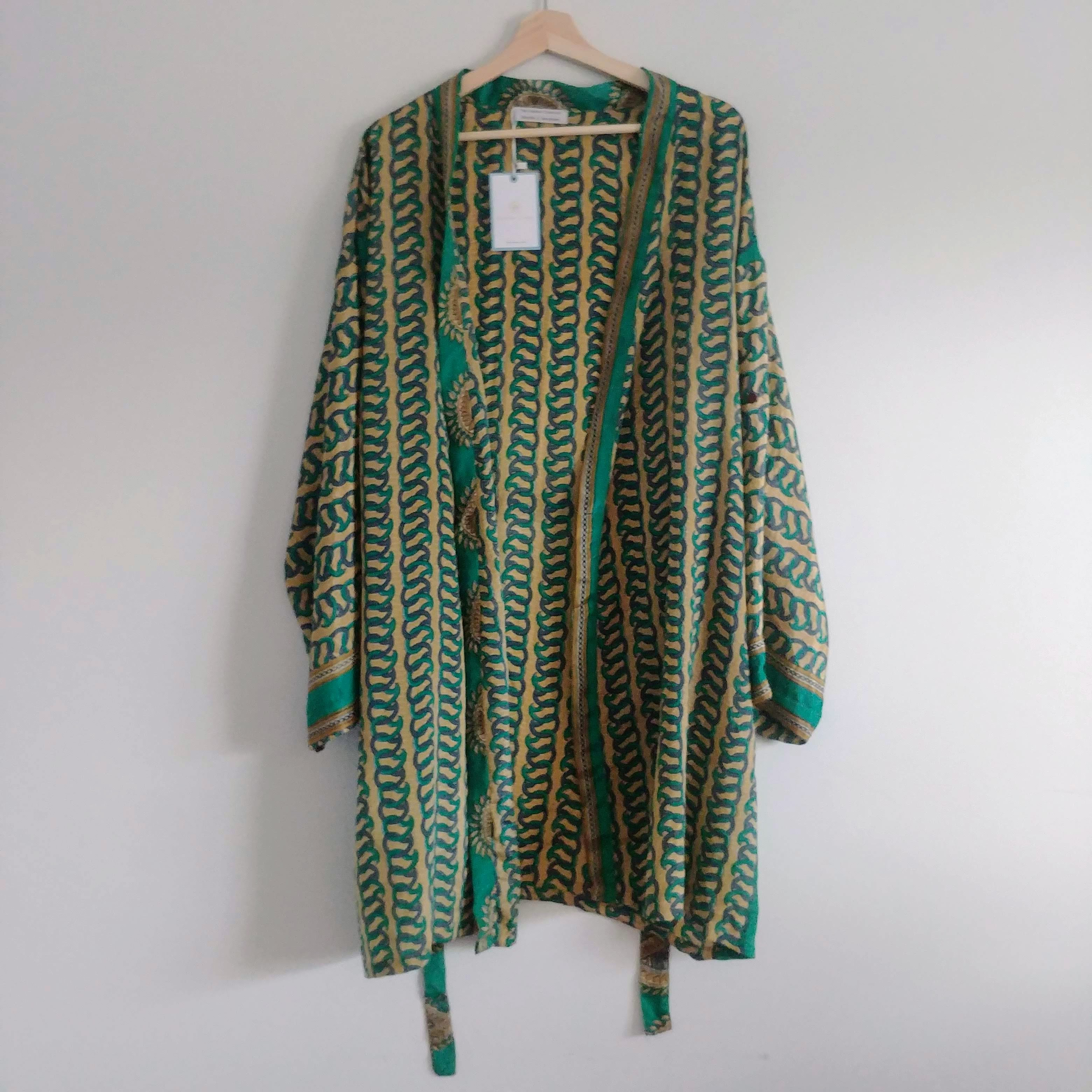 The Kimono Company - Short Kimono, Paisley Chain
