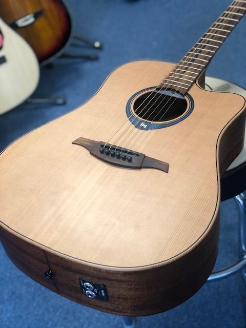 LAG HyVibe THV10DCE Smart Guitar