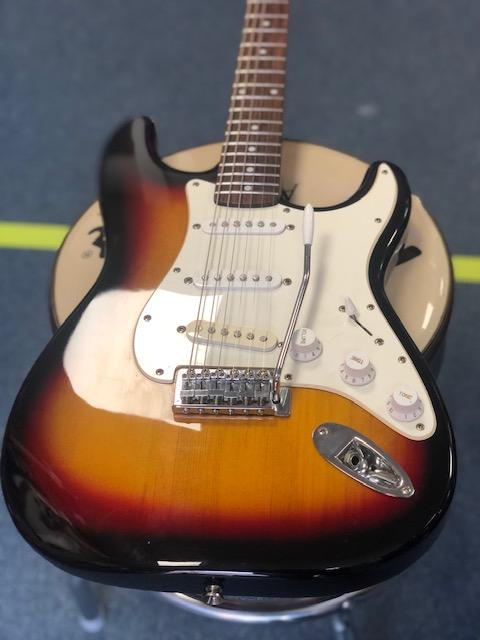Squier Affinity Stratocaster (SECOND HAND) 3 Tone Sunbursr w'Trem