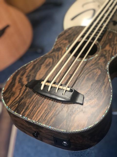 Blackwater Fretless Bass Ukulele YWU-UKE w'gig bag