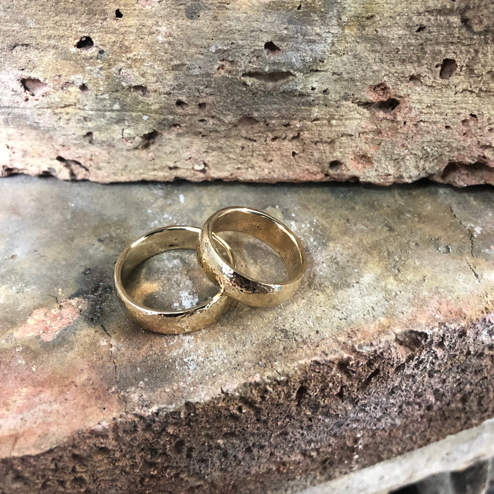 9CT YELLOW GOLD CAST HAMMERED BAND RINGS