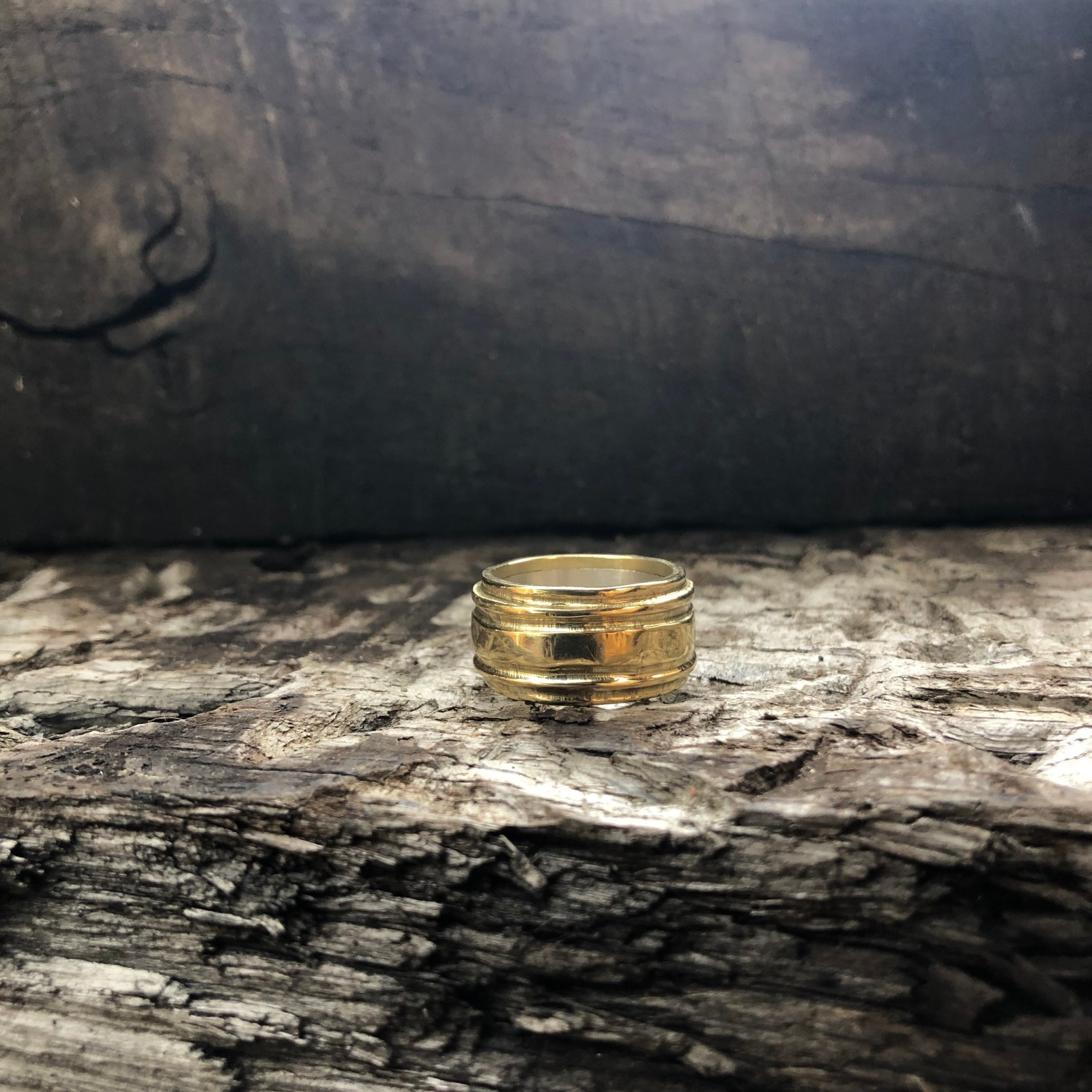 18CT YELLOW GOLD AND 925 SILVER BAND RING
