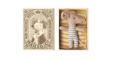 Maileg baby boy hiiri pienessä tulitikkurasiassa