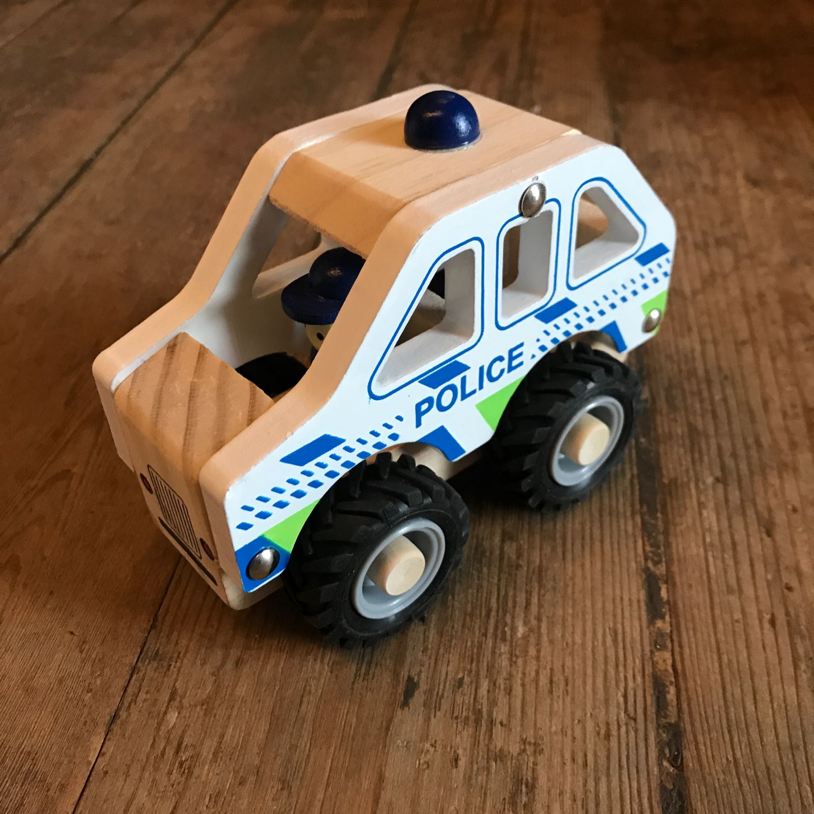 Leke i tre : politibil