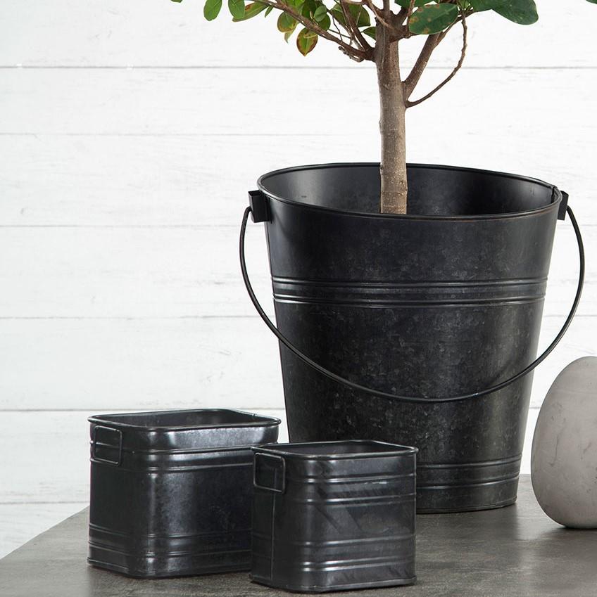 Metallinen astia, musta, A Lot, 4 eri kokoa
