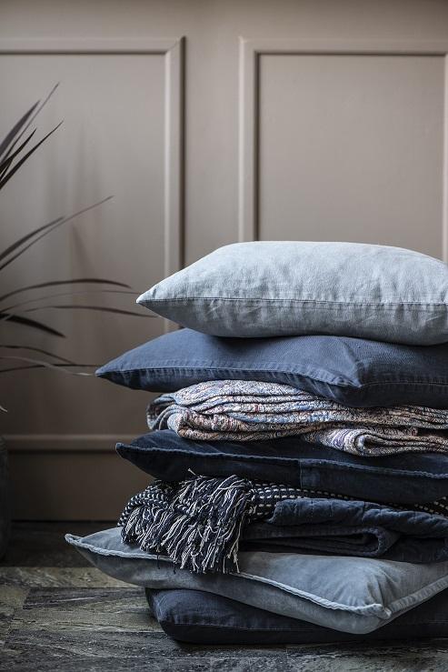 Tyynynpäällinen velvet Midnight blue, Ib Laursen