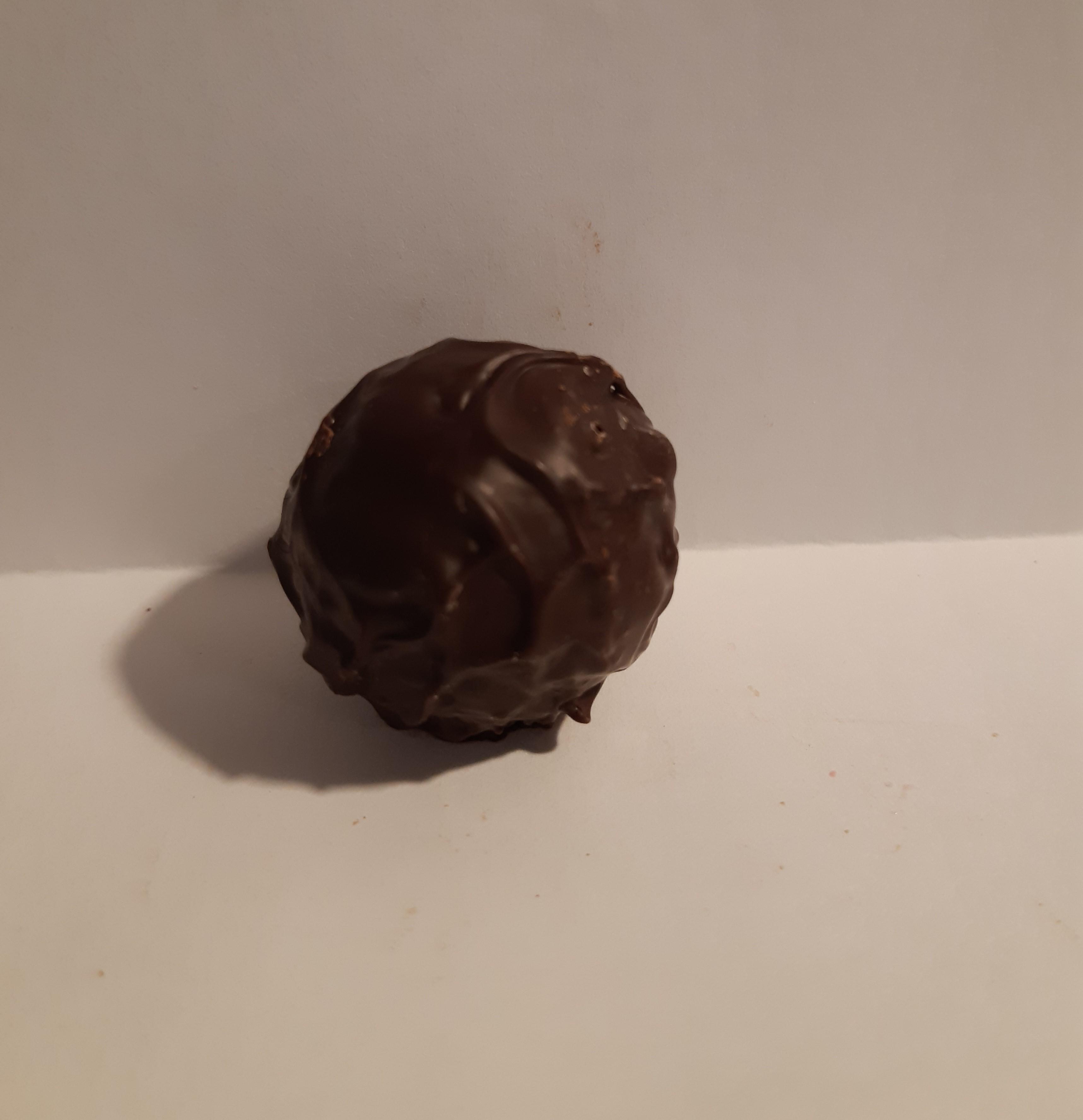 Hasselpähkinä tummasuklaa