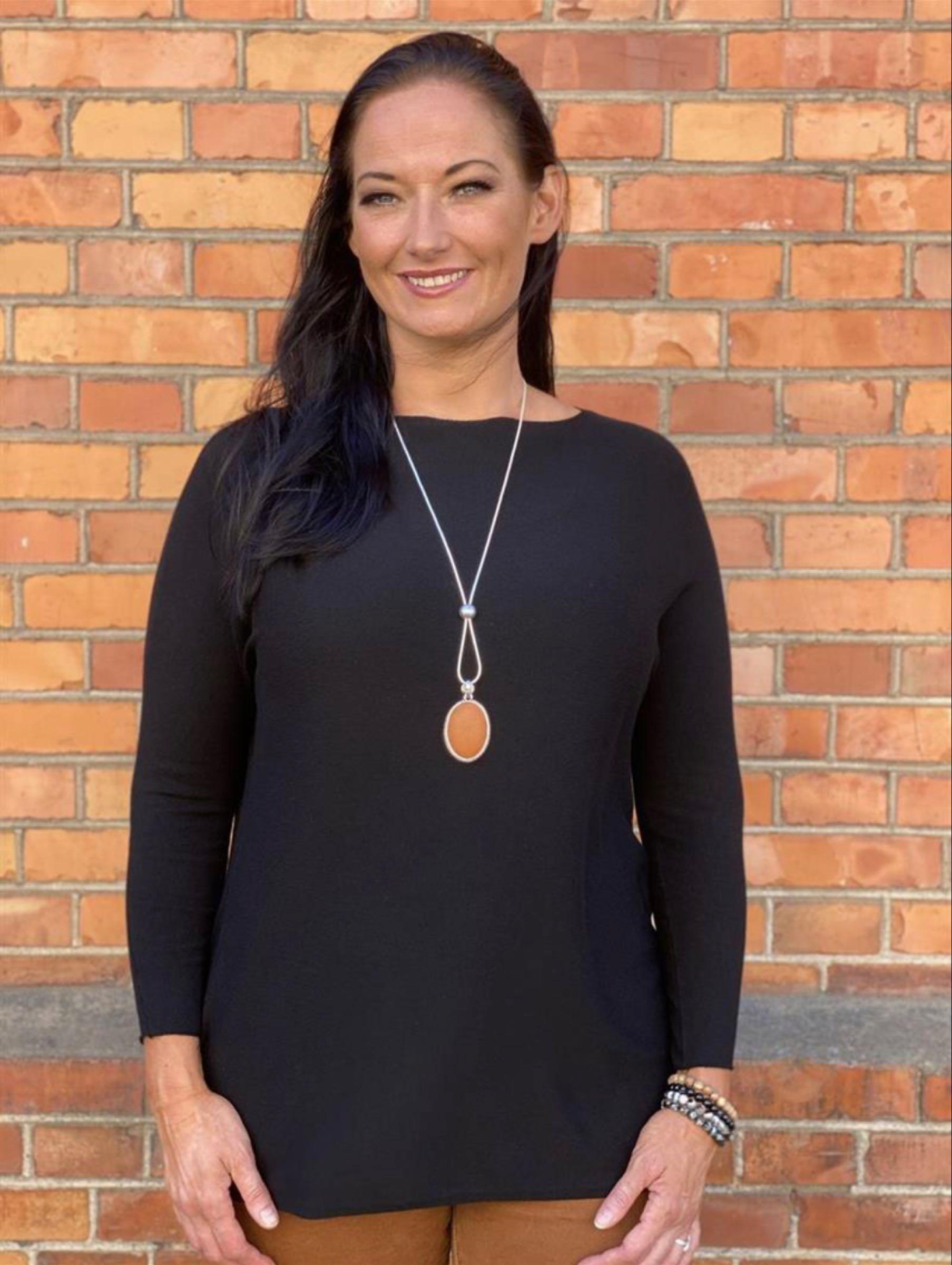 ANITA stickad tröja med båthals, svart