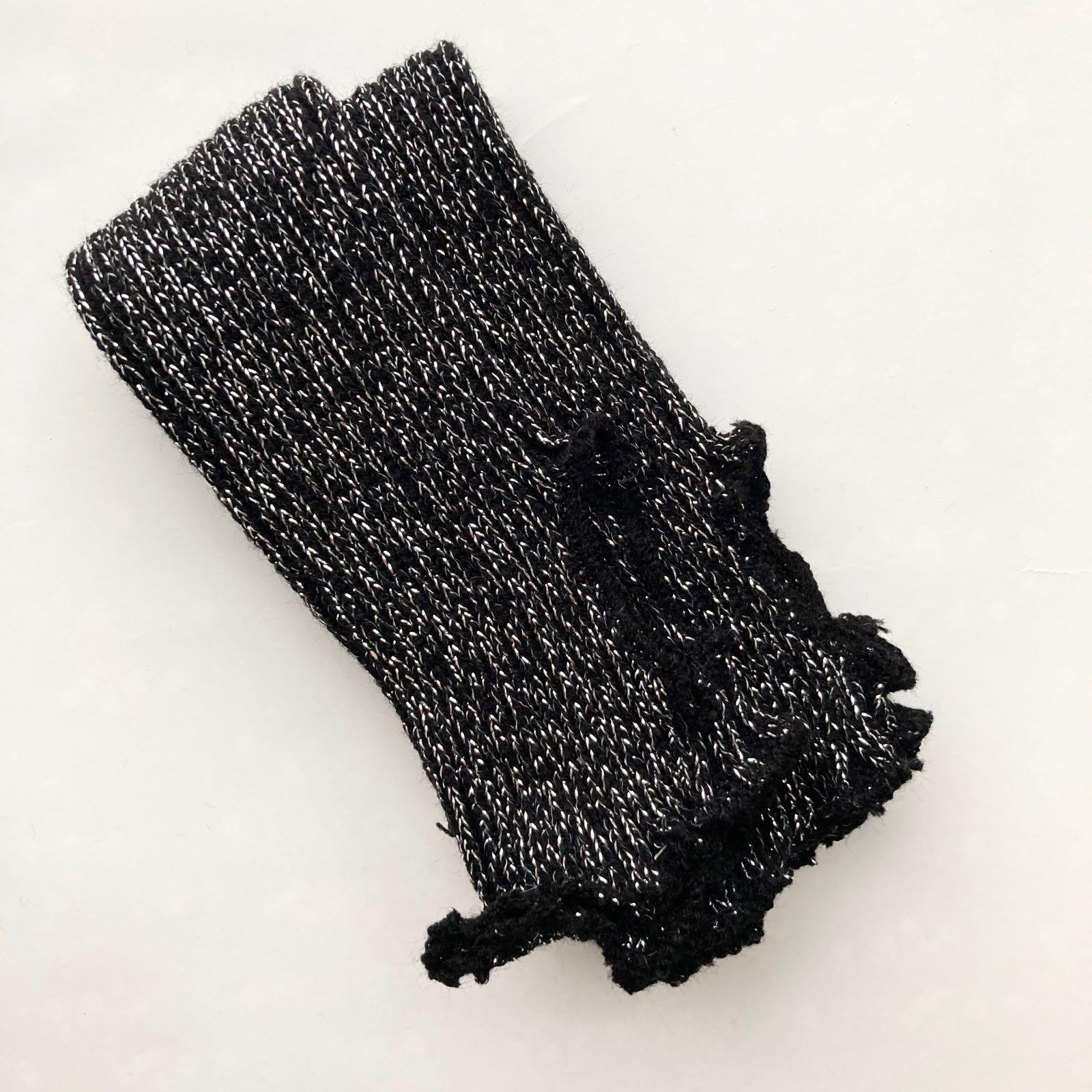 Mustat säärystimet hopeahileellä, 40 cm