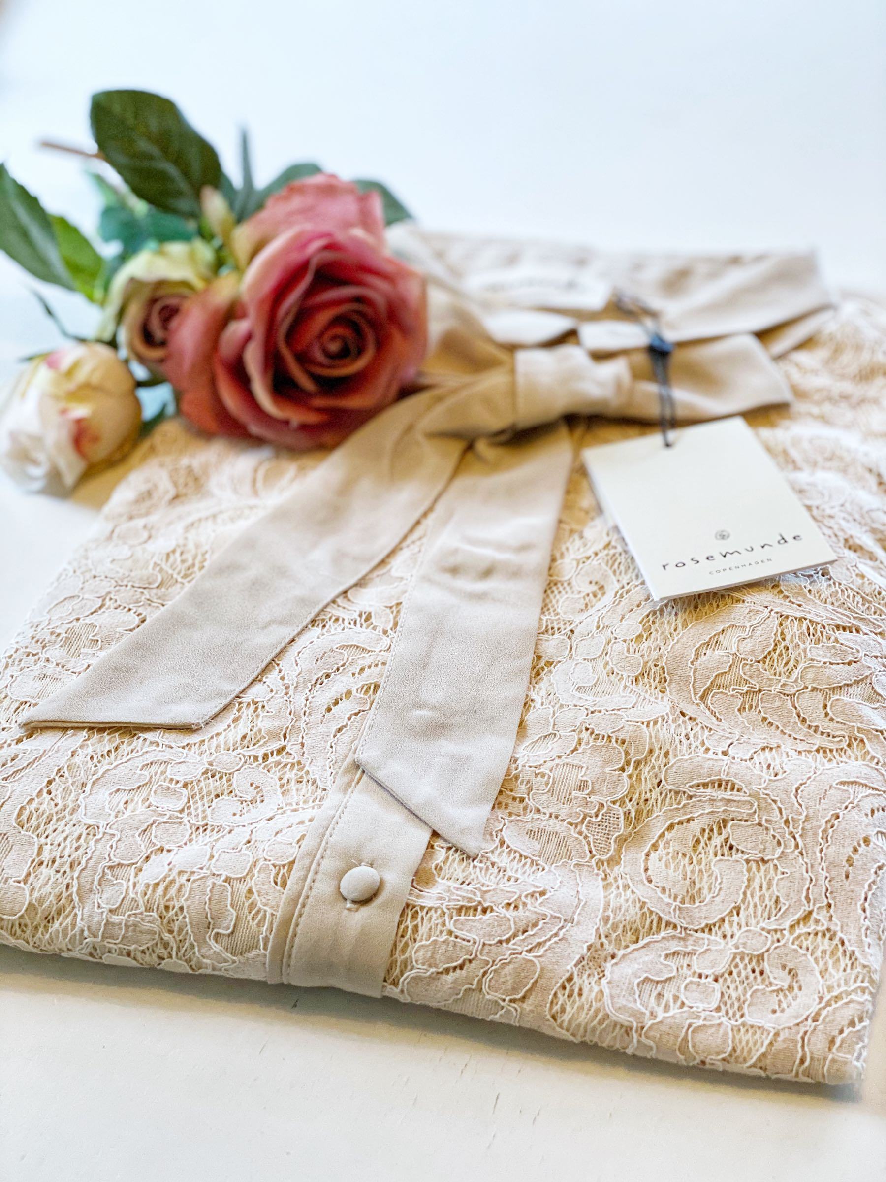 Rosemunde spetsblus, vintage white