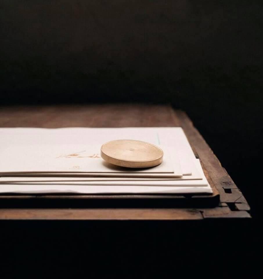 Papirvekt i messing