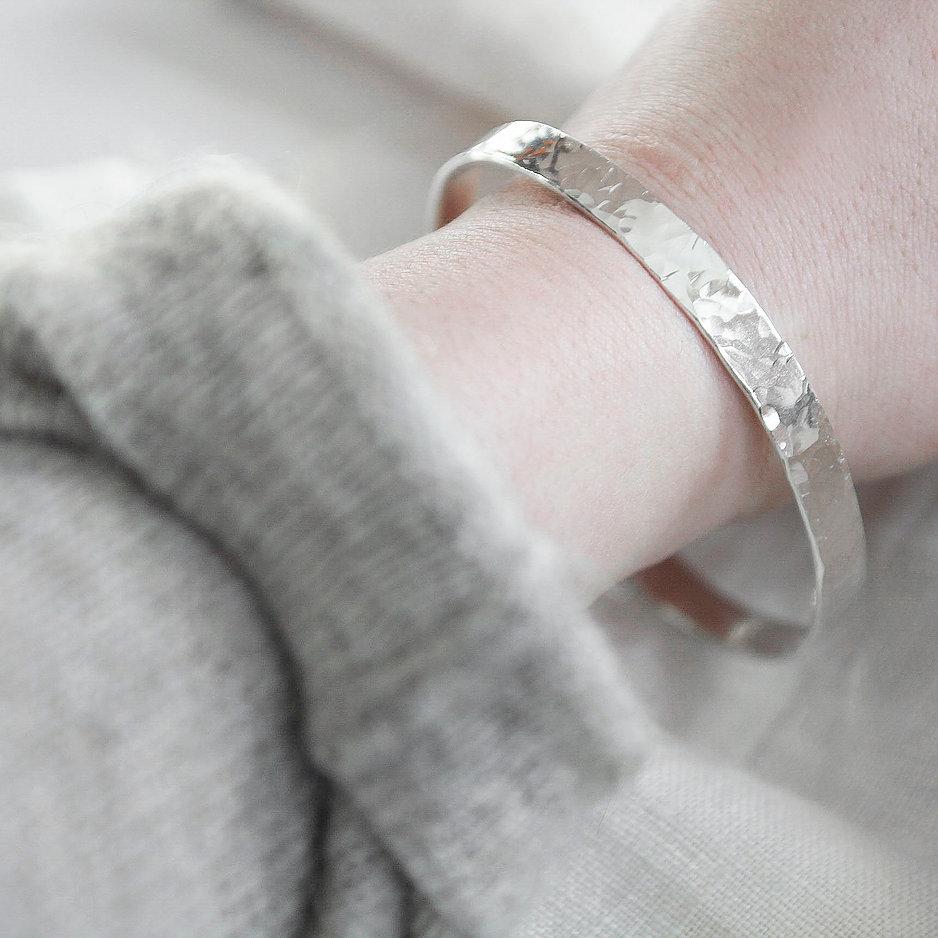 Annevera - «Dugg» Smidd armring