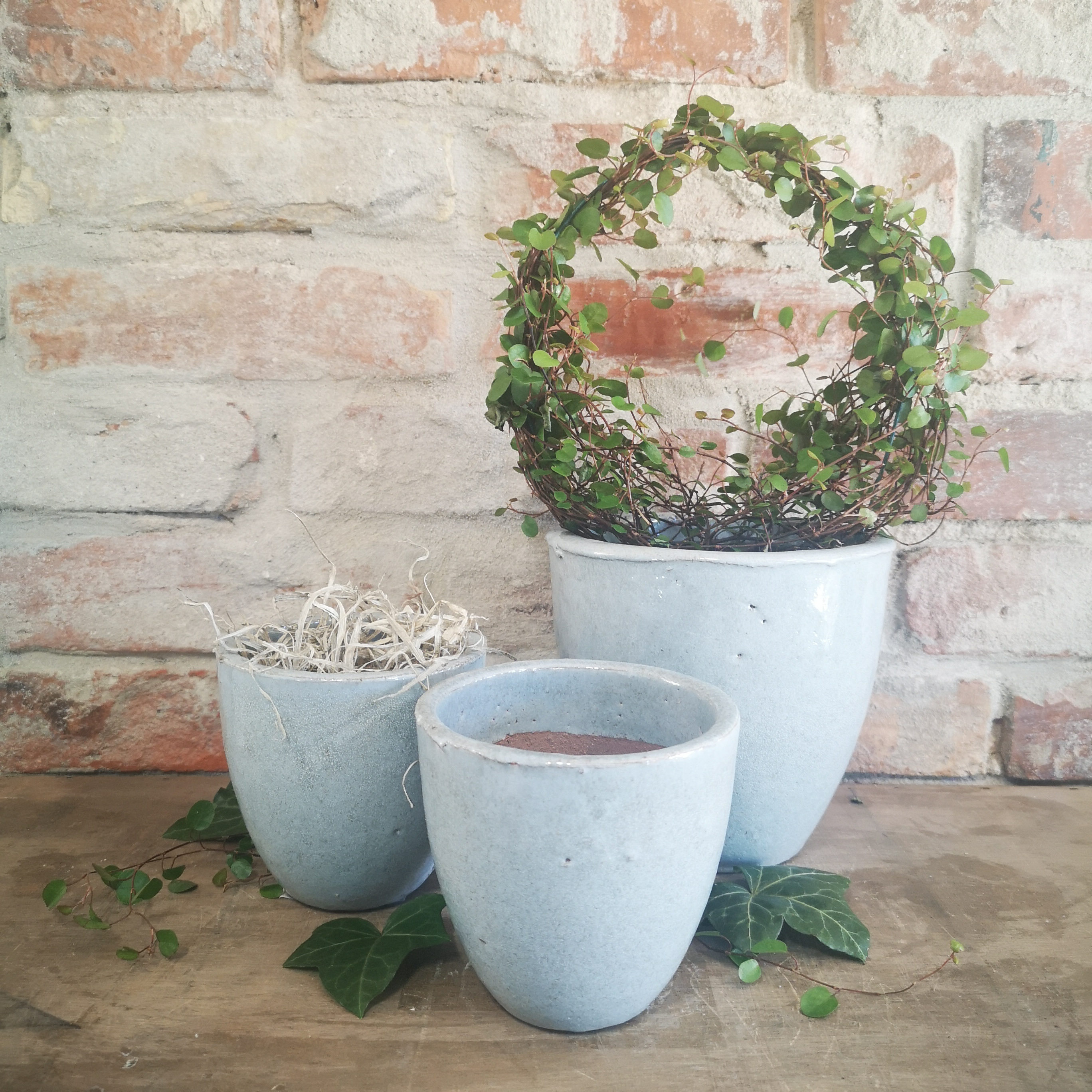 Lyseblå keramik krukke
