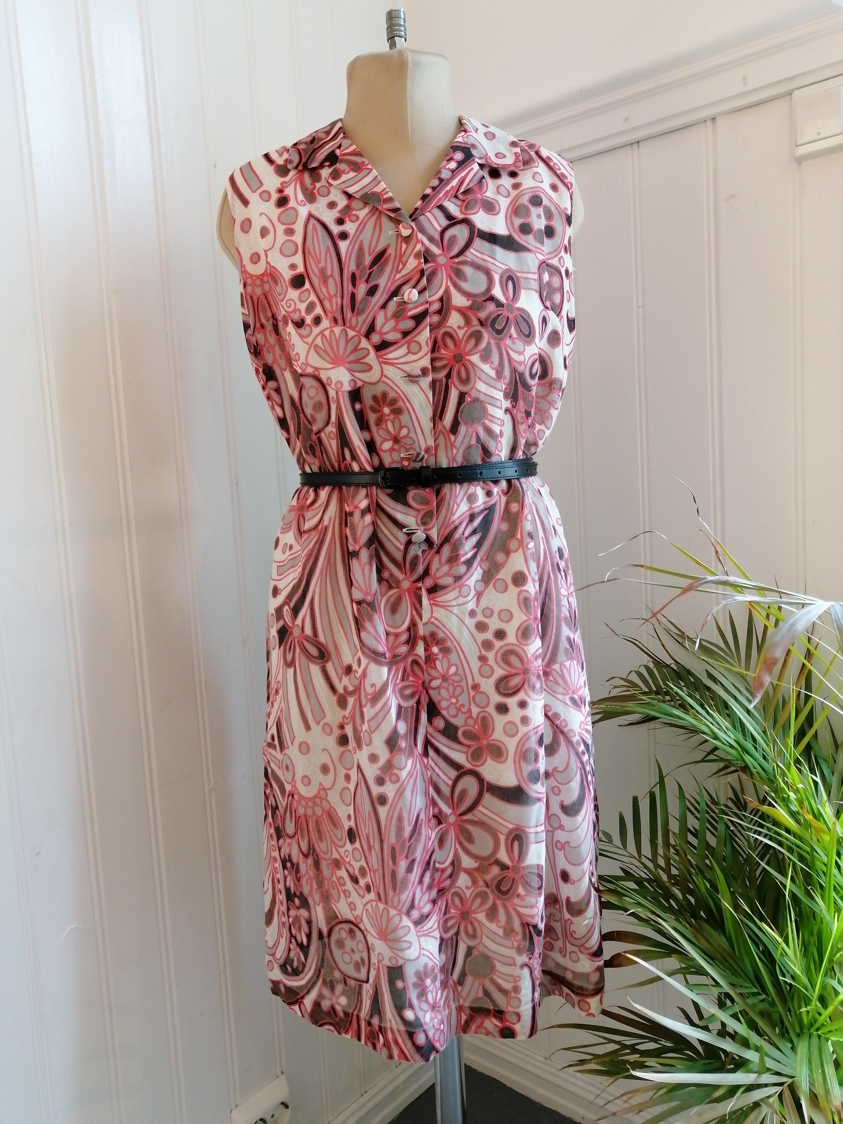 2021 Rosa mønstret kjole