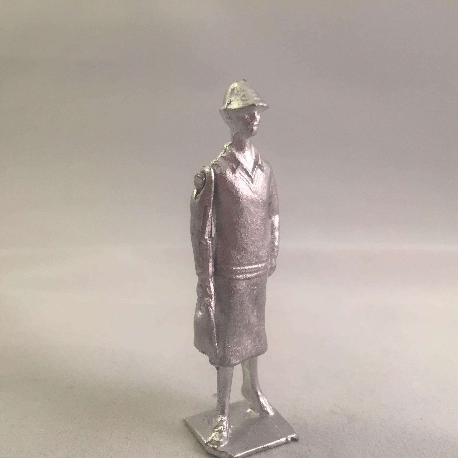 B21. Walking lady (1920s Flapper)