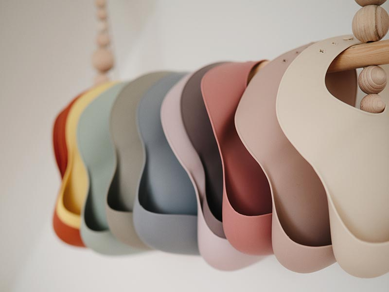 Mushie silicone bib - Peach terrazzo -