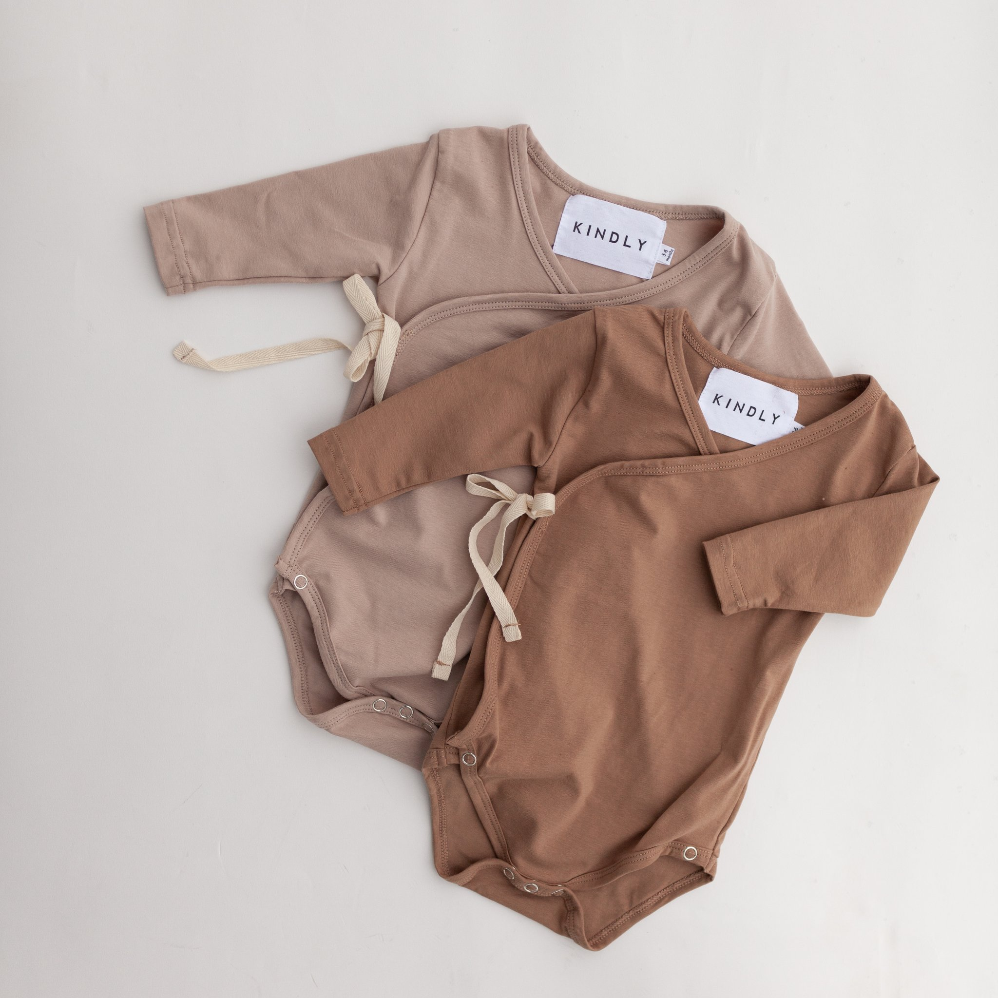 KINDLY (tidligere Fieldday) Kimono onesie - Cappuccino & Light Mocca -
