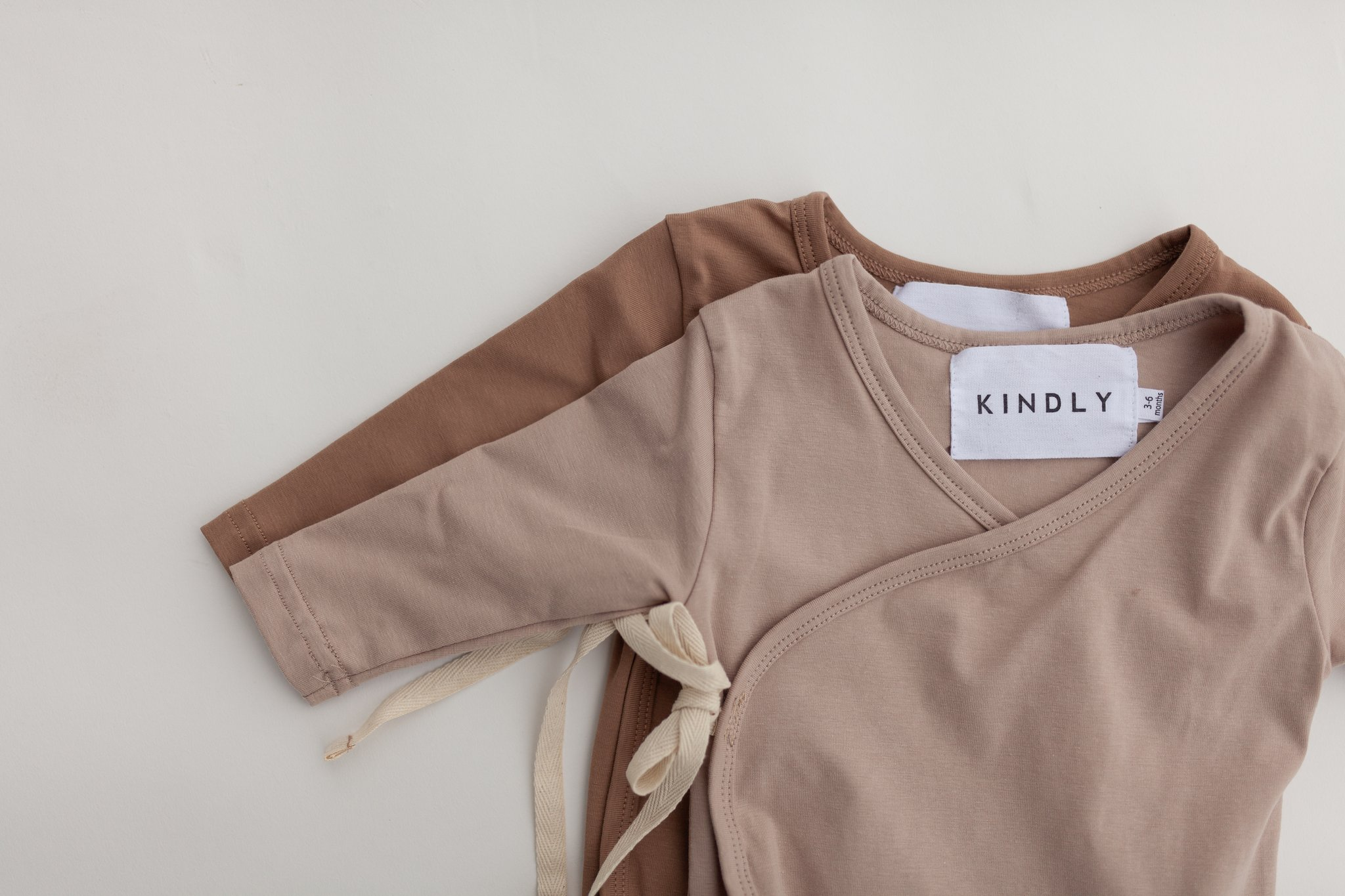 KINDLY (tidligere Fieldday) Kimono onesie - Cappuccino & Light Mocca -