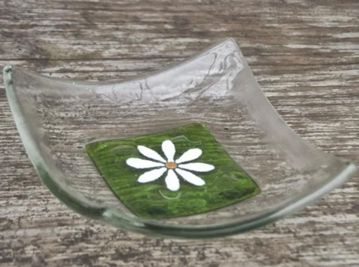 Berserks glass daisy trinket dish (small)-spring green