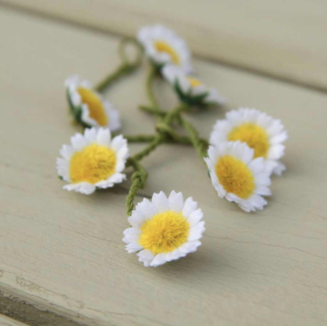 DAISY CHAIN SQUARE GIFT BOX - 40 WHITE SILK DAISIES By spotted Cow creations