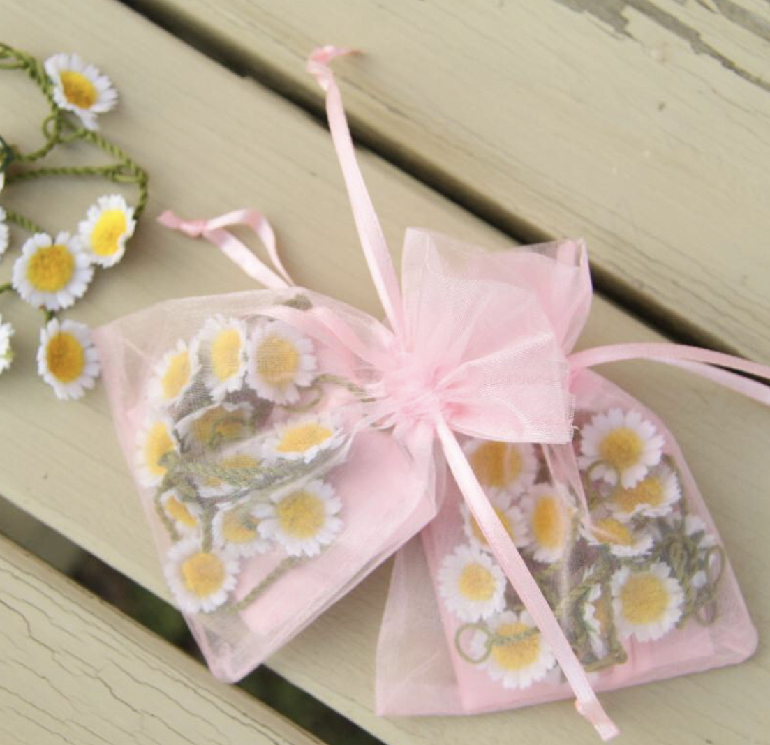 Daisy/ buttercup chain. PINK ORGANZA DAISY/BUTTERCUP  BAGS - DAISIES AVAILABLE IN WHITE, PASTEL OR PINK