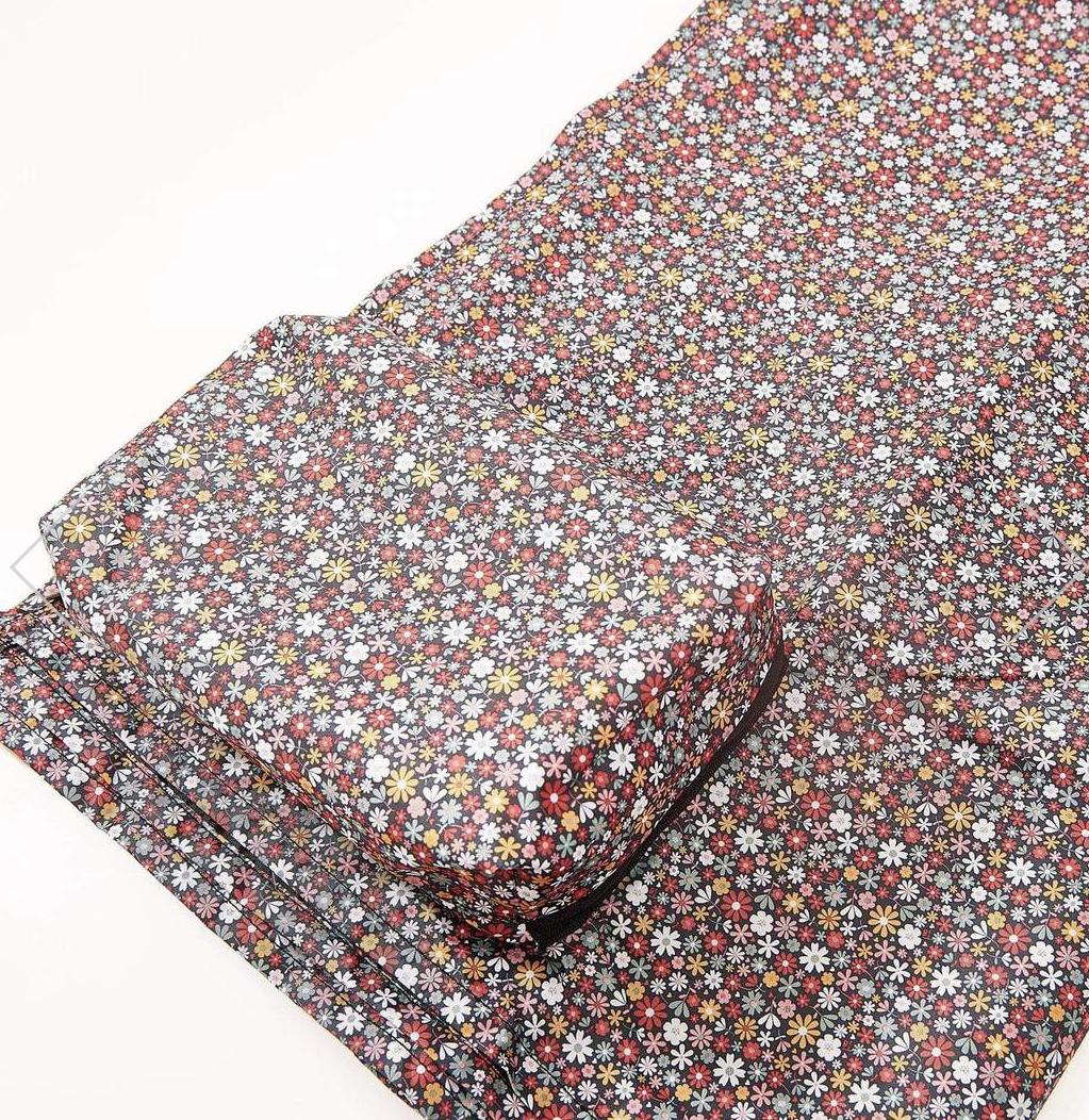 Eco  chic foldable picnic blanket- British garden birds