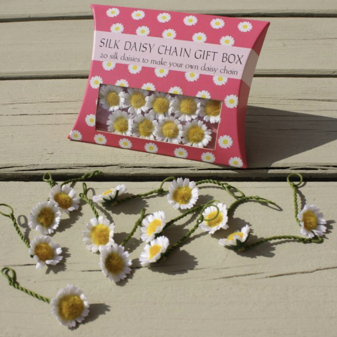 DAISY CHAIN SET, DAISY PILLOW BOXES - 20 SMALL DAISIES by spotted cow creations