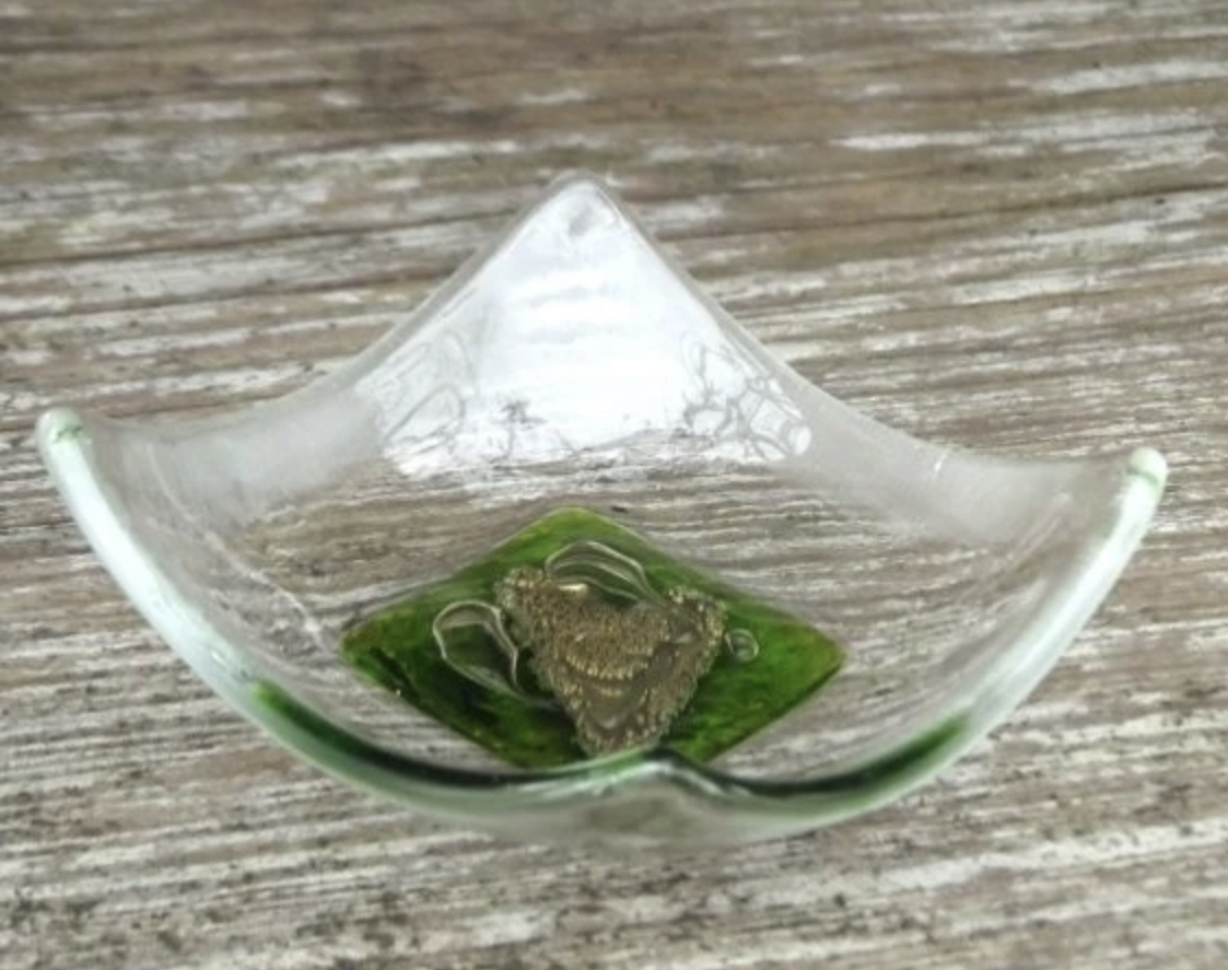 Berserks Glass heart trinket dish (small)- spring green