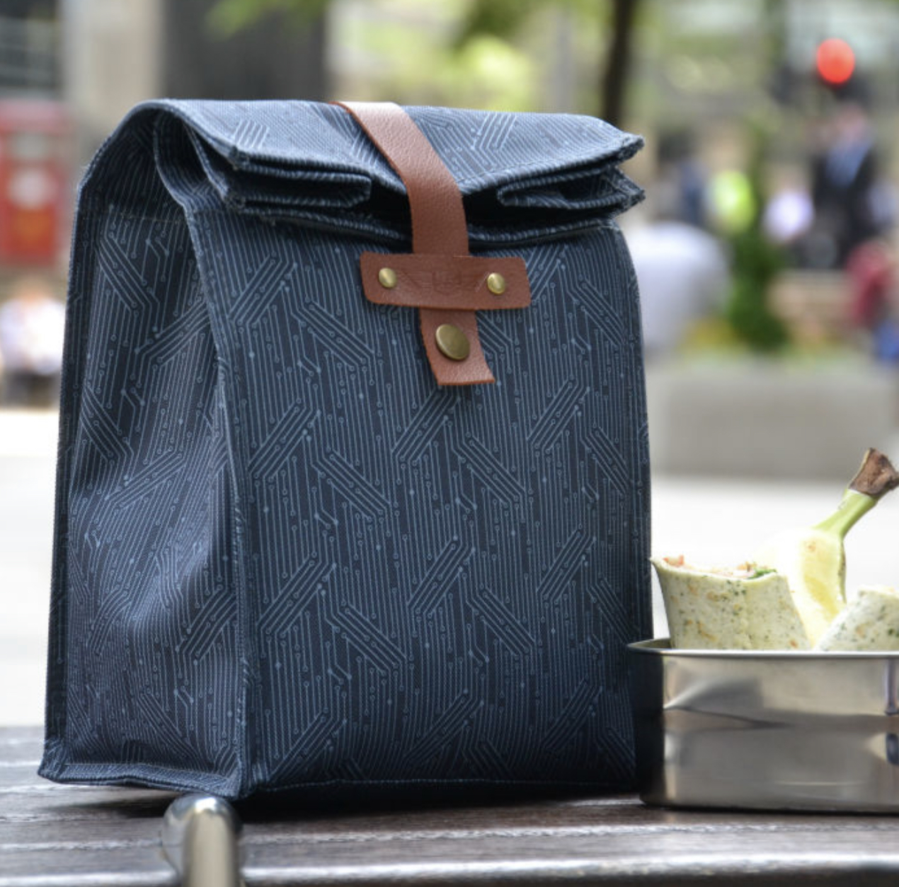 CIRCUIT MEN'S INSULATED LUNCH BAG. BEAU & ELLIOT LUNCH BAG