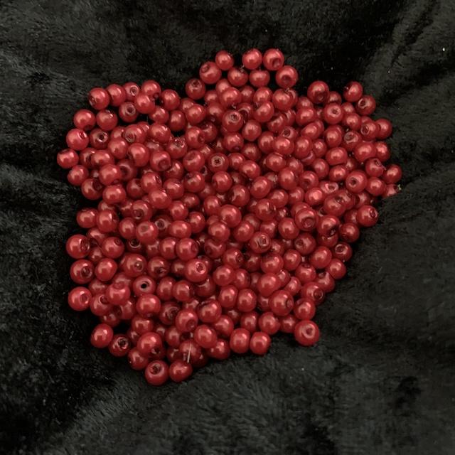 Röda vaxade glaspärlor*