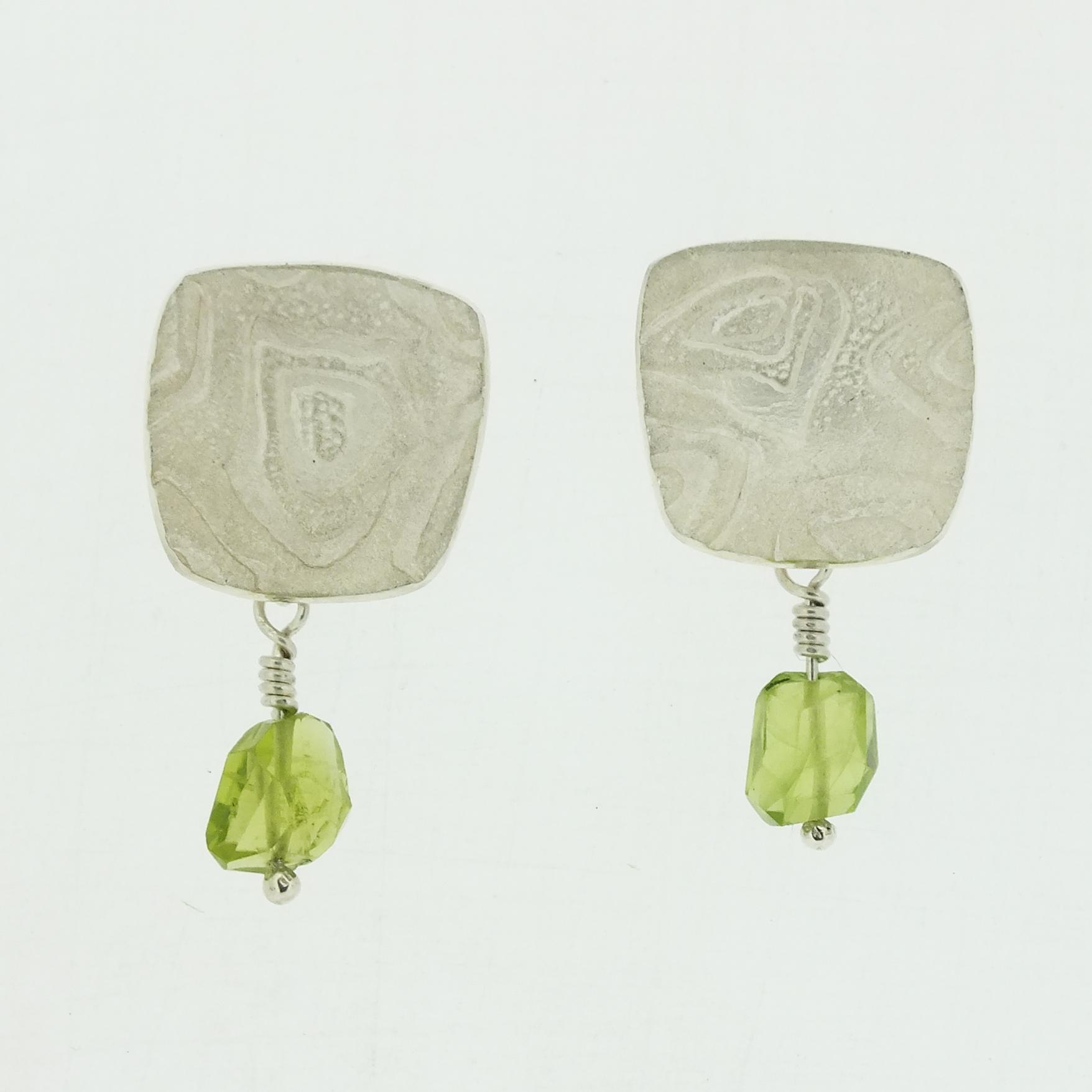 Concave medium 4 neukit textured silver stud earrings with peridot bead drop