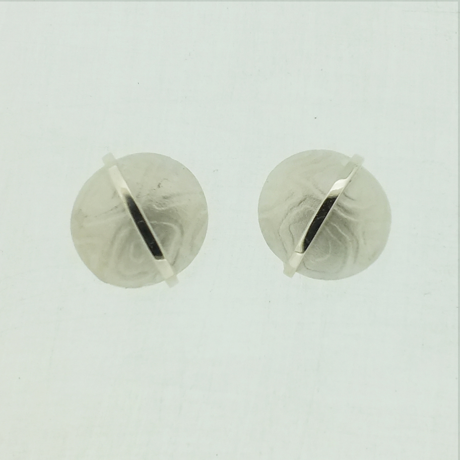 Round kimono pattern silver stud earrings with polished bar