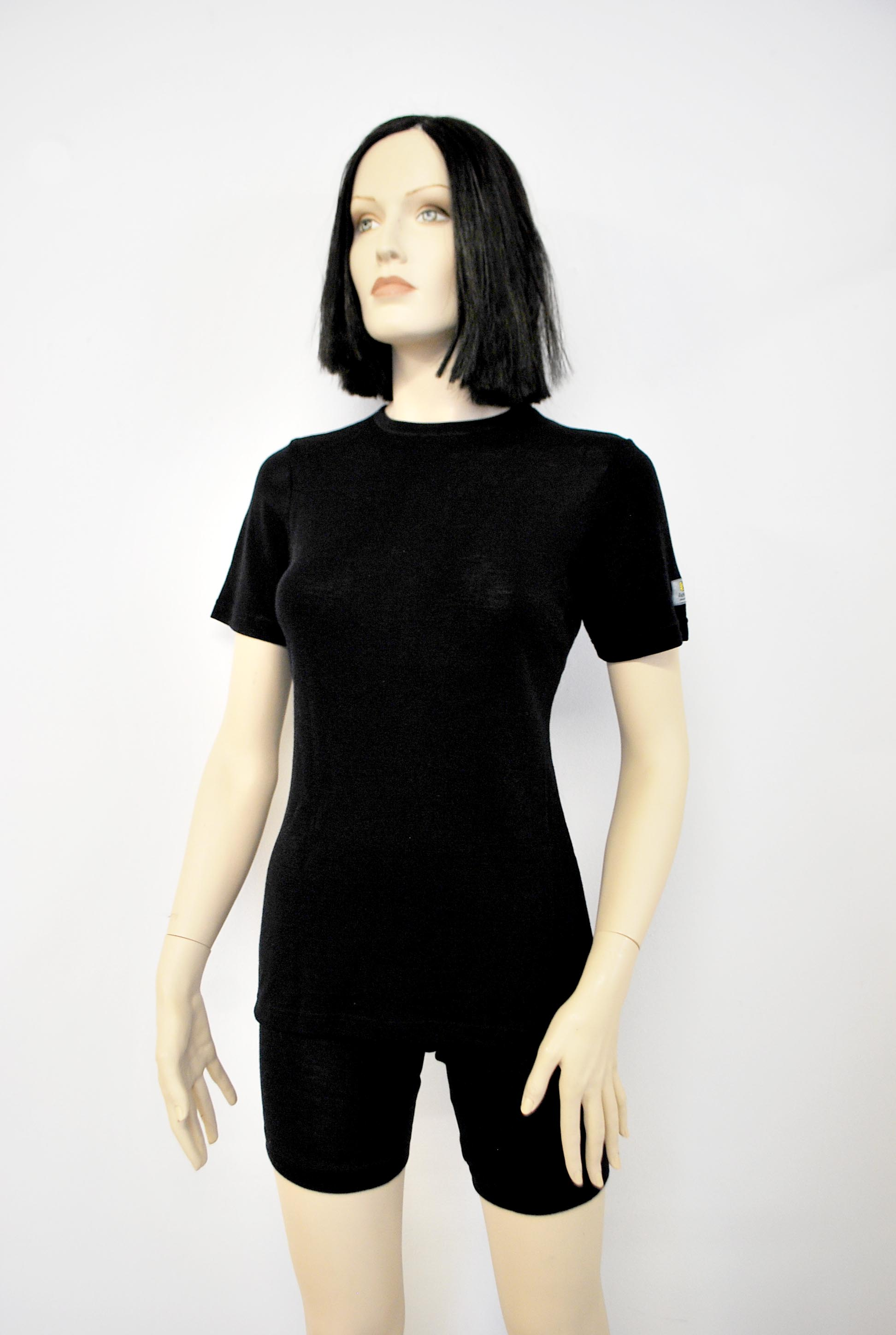 Janus Black wool dam t-shirt