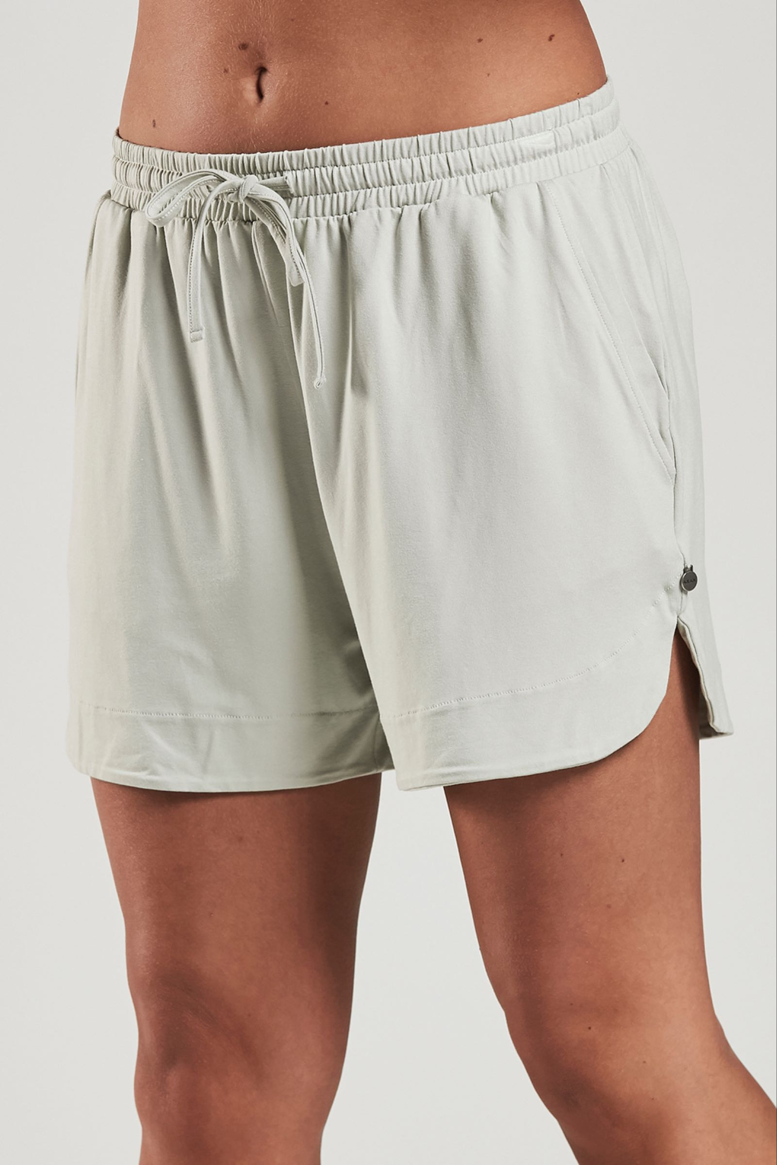 Ajlajk shorts, Milky green