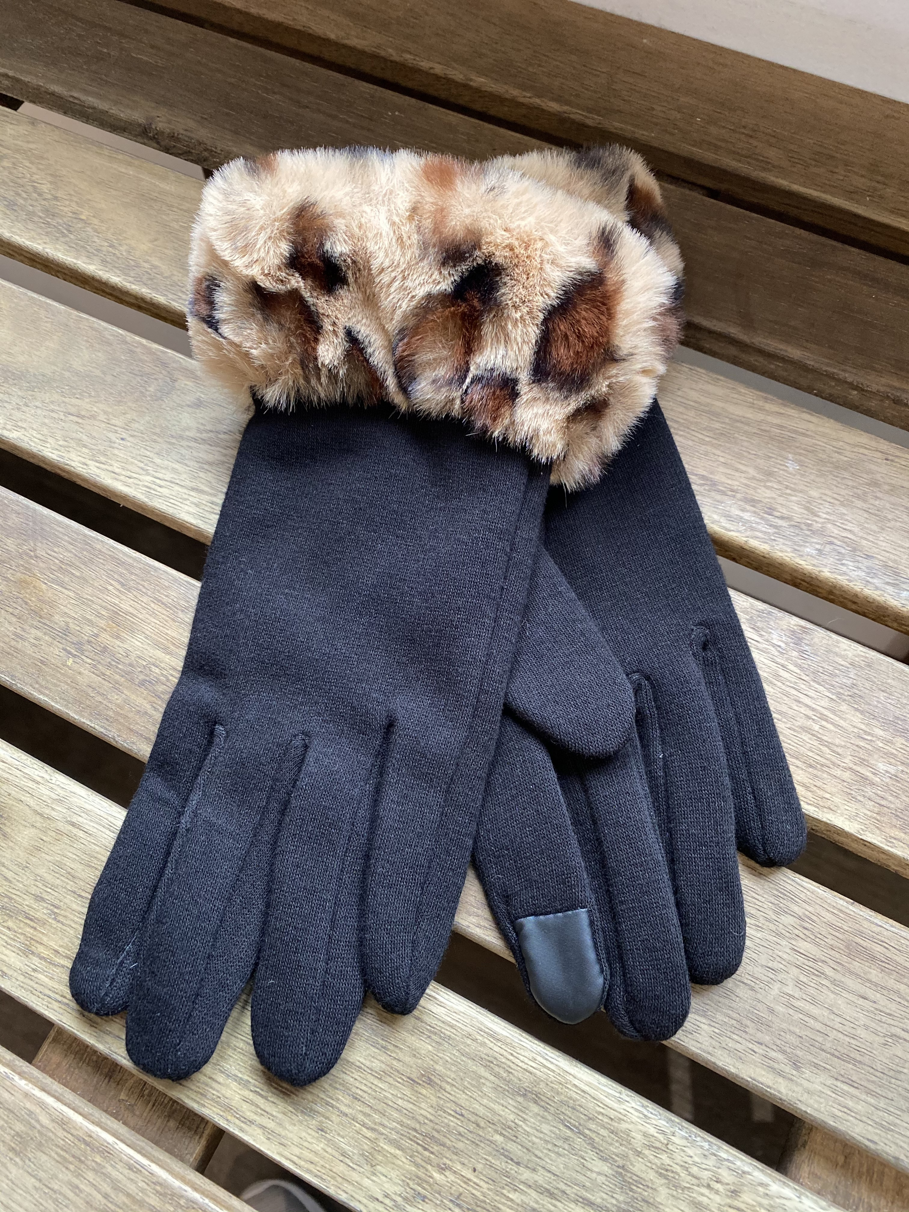 Gloves Black With Faux Brown Fur