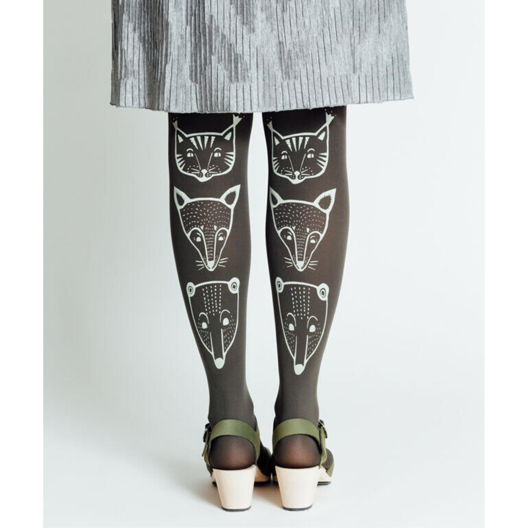 Salvian väriset toteemieläin sukkahousut - Mary a. Jalava