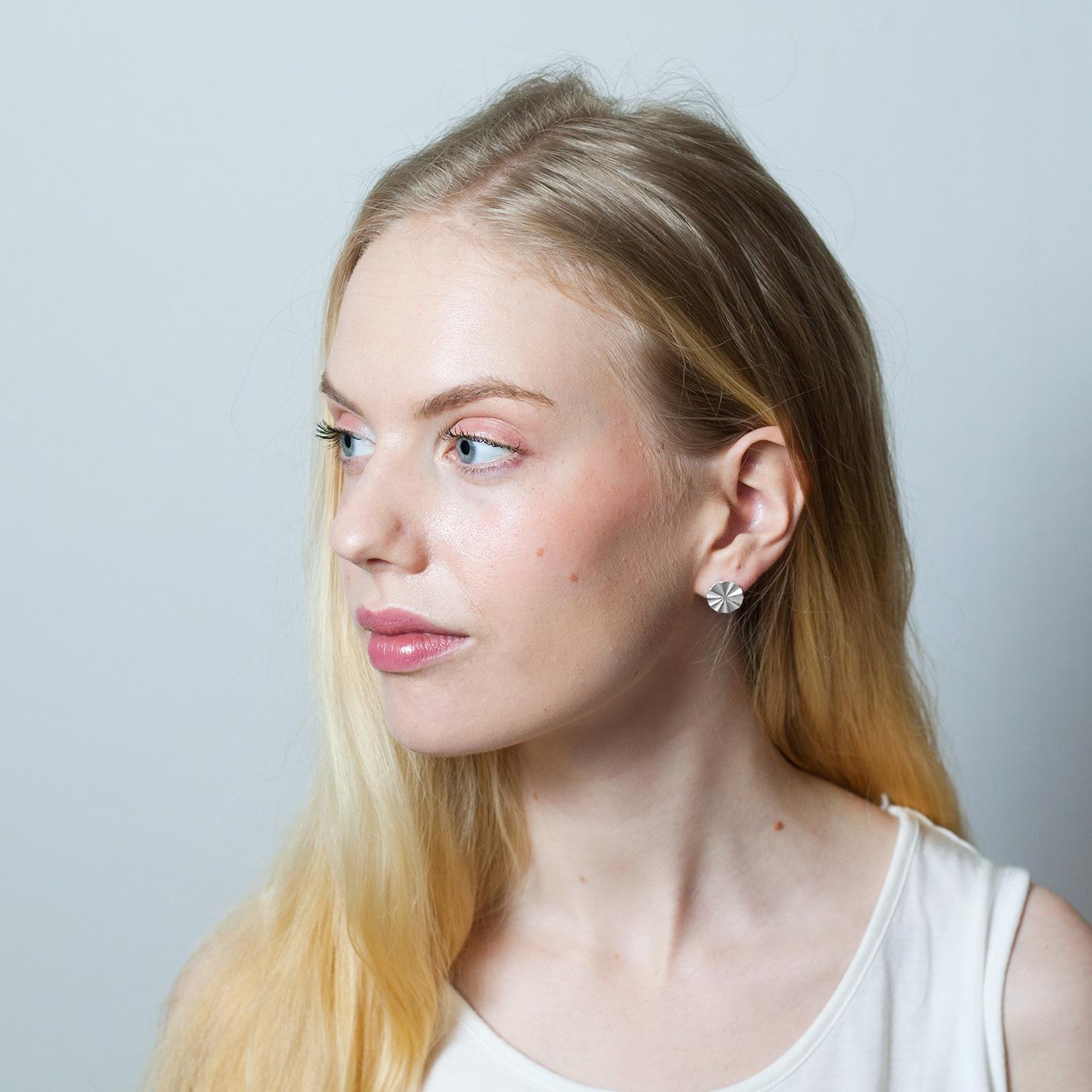 Aurora pienet nappikorvakorut -Karina