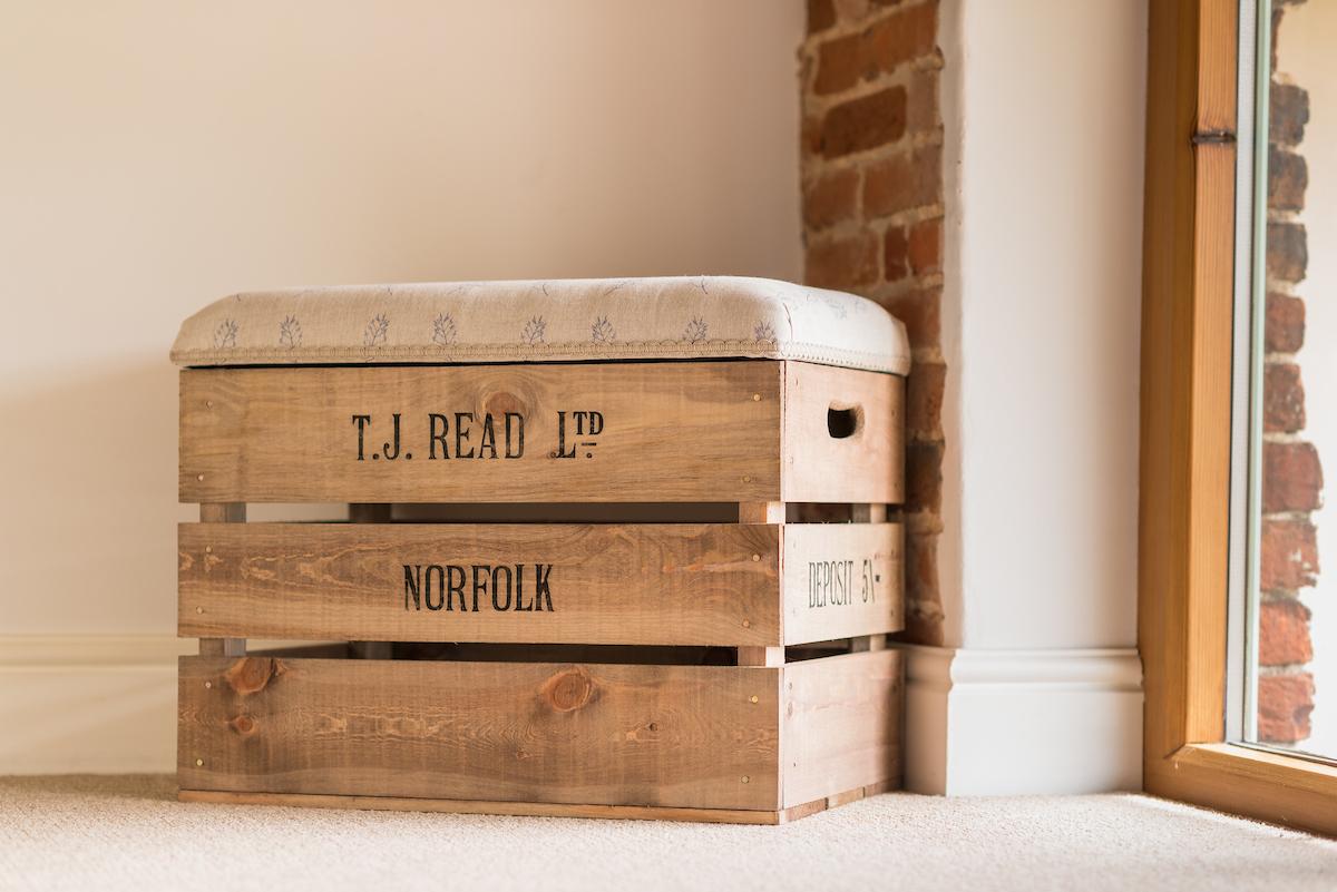 Apple Crate Single Storage Stool